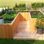Das bepflanzte Hochbeet im Garten